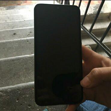 Samsung galaxy a20 üstündə 16gb yaddaş kartı adapdır verilir