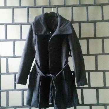 Klasičan tamnosivi HM kaput sa kaišem, u perfektnom stanju - Ruma