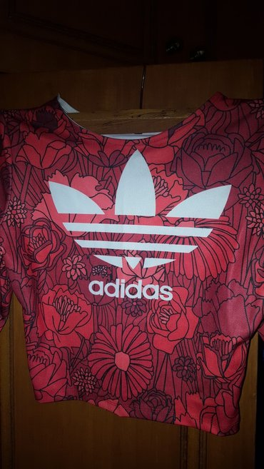 Crop top  original adidas  small/medium σε Μεγάλα Καλύβια