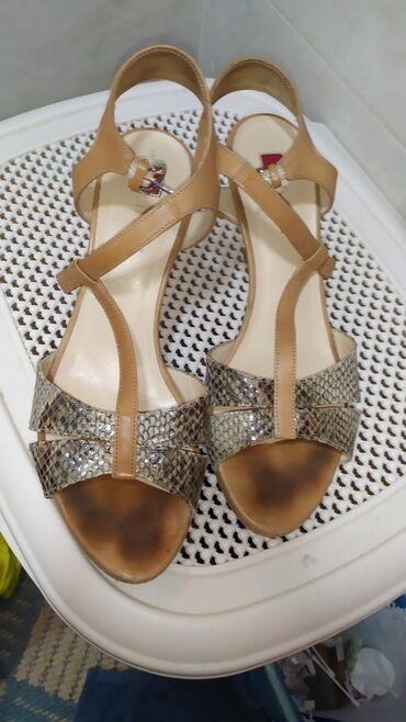 Женские туфли Италия . Продаю за 2500 сом размер 38.39второй номер есл