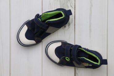 Дитячі кросівки Cool Club, р. 25    Довжина підошви: 16 см  Стан: гарн