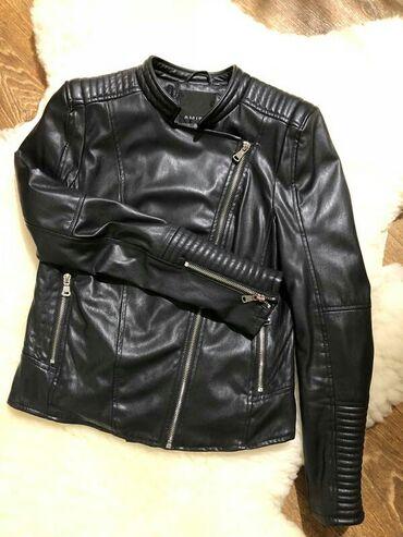 Очень стильная кожаная куртка черного цвета в идеальном состоянии
