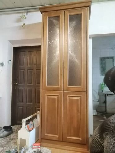 Стеклянную вазу - Кыргызстан: Шкаф из массива лиственницыРазмеры: высота-2,25(вместе с
