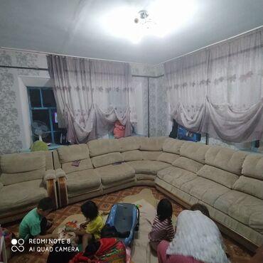 Мебель - Беловодское: Продаю диван б.у Состояние сразу скажу 50/50 . Покупали мы его очень