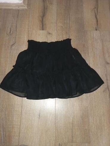 Suknja,crna,sa karniricima, na slici se ne vidi kakva je zapravo