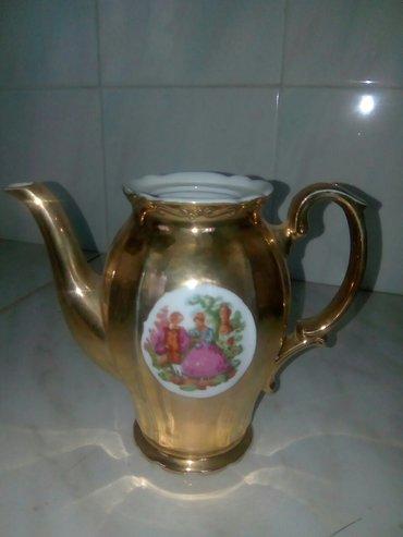 Bakı şəhərində Kofeyniy servizin čayniki,qapaği yoxdur.