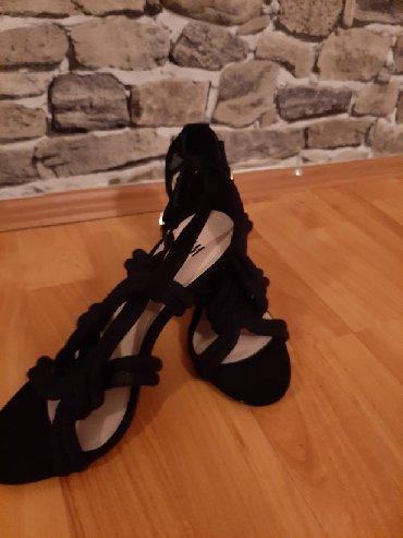Nove H&M sandale.Nisu ni jednom obuvene.Za vise informacija