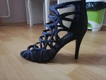 Sandale, broj 40, jednom nošene. Plaćene 2.950 dinara, bez ikakvih