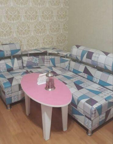 Metbex kunc divani (150 azn)ve masa(70 aZn) satilir.xirdalan*afa
