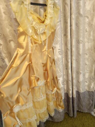 Платье одно большое на 6-10 второе на 5-7лет