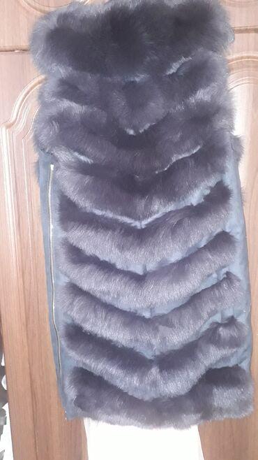 меховые пинетки в Кыргызстан: Продаю меховую жилетку натуральный песец новая с этикеткой размер 44