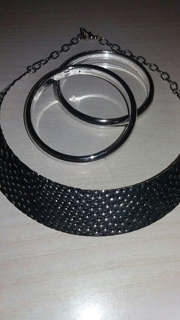 Komplet cvrsta ogrlica i dve narukvice boje srebra... - Kosovska Mitrovica
