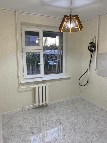 Продажа квартир - Лоджия застеклена - Бишкек: 104 серия, 3 комнаты, 64 кв. м Бронированные двери, Дизайнерский ремонт, Без мебели