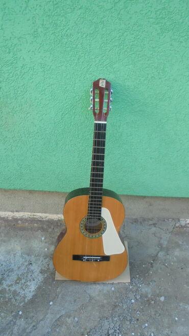 Brilliance v5 1 6 mt - Srbija: Prodajem jednu odličnu klasičnu gitaru LAREDO dužina 100 cm na gitari
