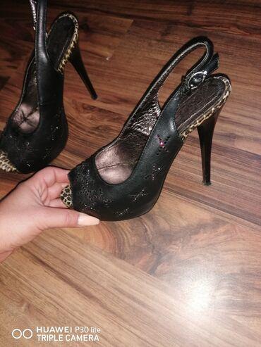 Ženska obuća   Beograd: Prelepe sandale stabilne nosene par puta kao nove cena 400