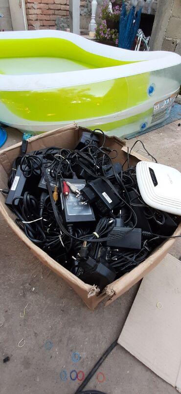 Adapteri   Srbija: Adapteri razne vrte ima oko 140 kom testirani i ispravni moze na komad