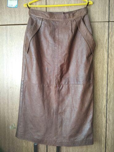 Braon kozna suknja u odlicnom stanju vel.42