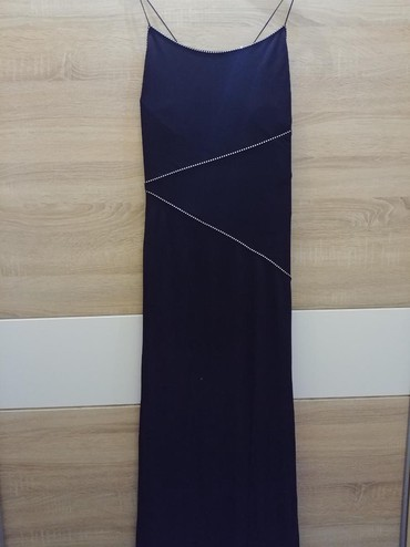 Duga elegantna haljina otvorenih ledja, karton pozadi je da vi se - Crvenka