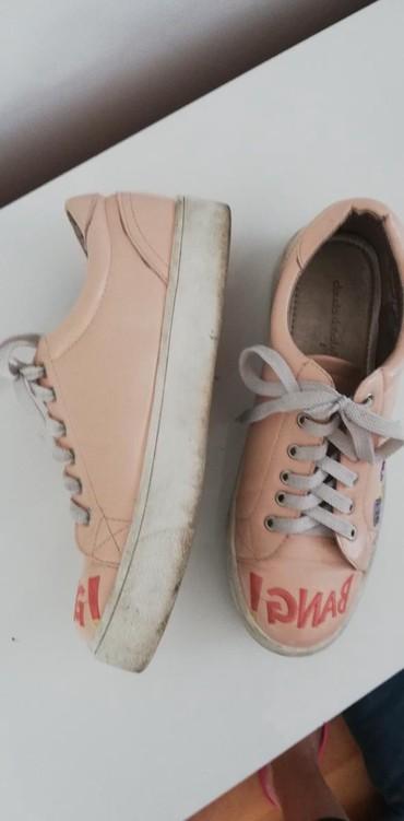 Ženska patike i atletske cipele | Jagodina: Patike roze sa debljim djonom, jako lepo stoje, broj 40