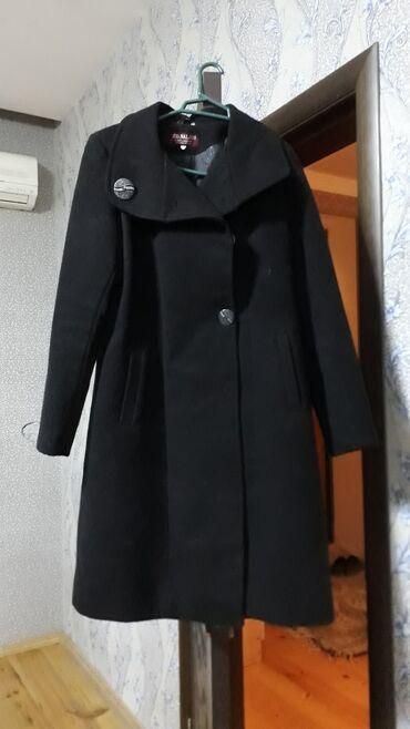 Qara paltodur, 1 ya 2 dəfə geyinilib, heç bir söküyü yoxdur, 20 azn