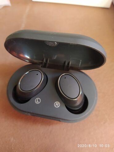 Наушники Buds Качественные наушники с кейсом который держит 2-3 заряд