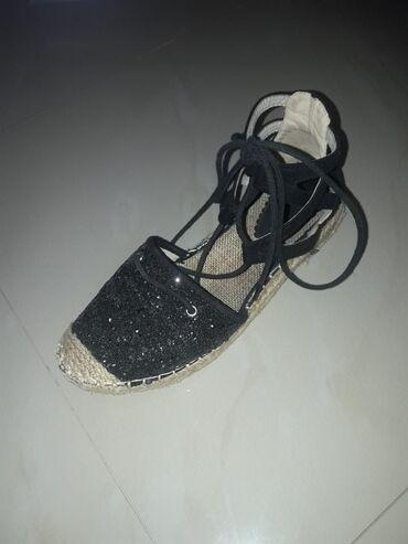 Ženska obuća | Lazarevac: Ravne sandale na pertlanje