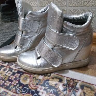 спортивная стенка в Кыргызстан: Продаю классные кроссовки женские кожаные Деми. 37р. В хорошем