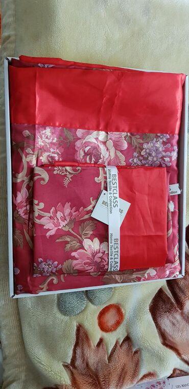 Очень красивое постельное белье красного цвета, простынь х/б