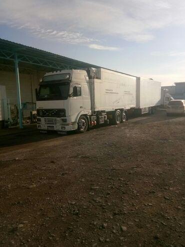 прицеп для машины бу в Кыргызстан: Продаю Вольво одиночку термо будка тандем прицеп машина в отличном