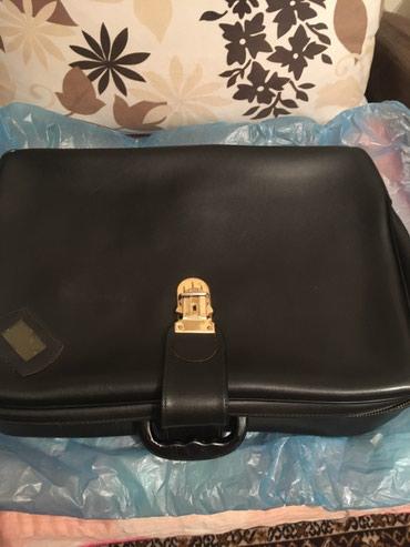 Kofer - Srbija: Manji crni kofer, korišćen, rajsfešlus ispravan, zatvara se iako je na
