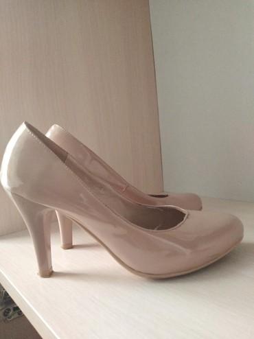 Женская обувь в Шопоков: Продаю туфли бежвый красивые цвета одела 2 раза для праздника отдам