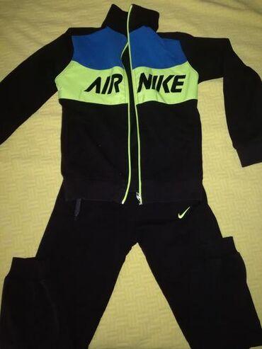 Dečija odeća i obuća | Bogatic: Nike decija trenerka.Nema ostecenja. za uzrast 910 god. Mokra likra
