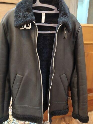 Продаю куртку зимнюю на меху (практически новую)в отличном состоянии!