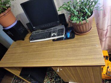 stol i taburetki na kuhnju в Кыргызстан: Продаю Письменный стол, размер1, 30.Состояние хорошее
