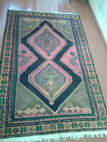 Sumqayıt şəhərində 1911-ci ilin İran əl xalçası satılır.