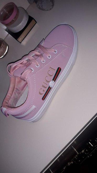 Кроссовки и спортивная обувь 37