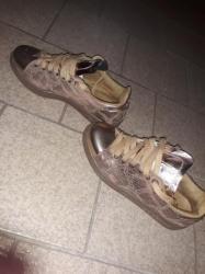 Ženska obuća | Becej: Patika cipele addidas ocuvane nigde pokidane niti ogrebane