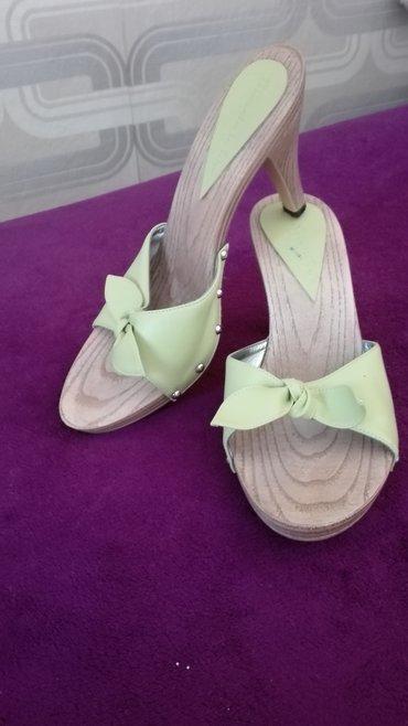 Prodajem zelene papuce sa stiklom,broj 39,bez ostecenja - Novi Sad