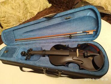 Скрипки - Кыргызстан: Продаю скрипку новую, размер 4/4 не пользовались ни разу, нам