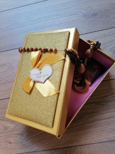 Kućni dekor - Mladenovac: Ukrasna kutija za poklone ili nakit. Nova, nekorišćenaDužina: 20