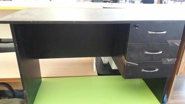 Bakı şəhərində Ofis stolu tezedi 120 ×60 sm olcu catdirilma pulsuzdu weherdaxili