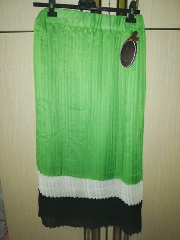 Zelena nova suknja sa etiketom. Tegljiva, ima gumu u struku. - Pancevo