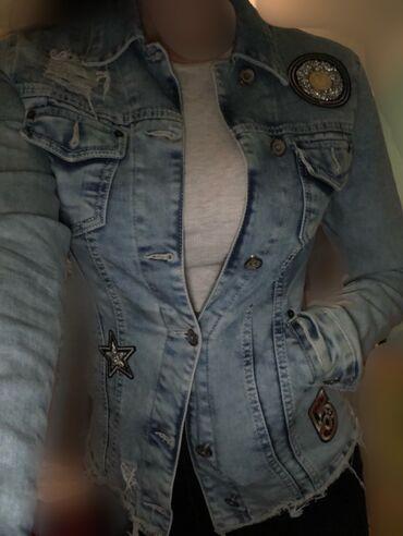 Sako sa - Srbija: Nova teksas jakna sa stikerima. Nije nosena. Ima dva dzepa sa strane