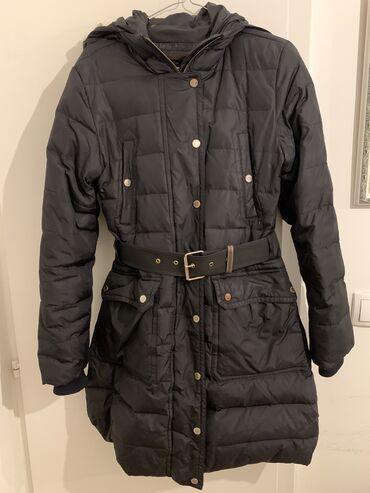Sako crne boje - Srbija: Massimo Dutti duga perjana jakna crne boje u M velicini. Ima kapuljacu