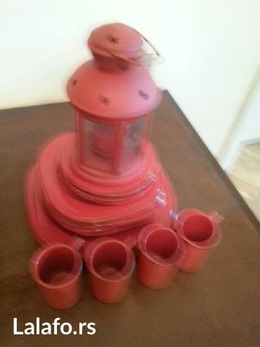 Prodaje se crveni keramicki servis tanjira i soljica sa crvenim - Crvenka
