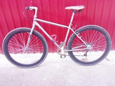 Спорт и хобби - Новопавловка: Продаю велосипед шоссейник размер колесо 28 состояния отличная срочно