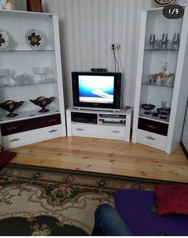 Tv stendi ve Qorkalar.Mebel yaxşı vəziyyətdədir.Real alıcıya endirim