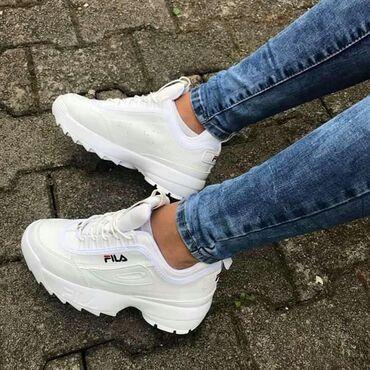 Ženska obuća   Sopot: Fila bele ženske patike NOVO po magacinskoj ceni u slučaju da broj ne