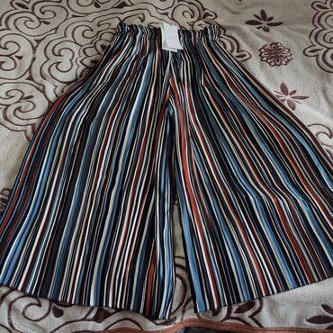женские-брюки-черные в Кыргызстан: Продаю новые вещи от Bershka. Размеры S,M.Полосатые кюлоты 950 сом