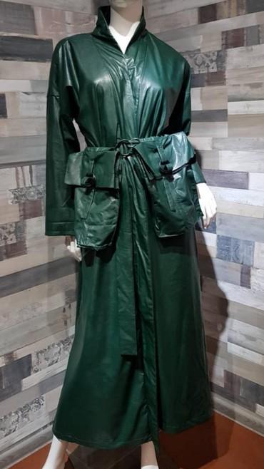 женские плащ в Кыргызстан: Женский дизайнерский плащ-кимоно.  Free size. Экокожа.  Цвет зеленый и